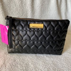 🖤NWT! Betsey Johnson Quilted Heart Wristlet🖤